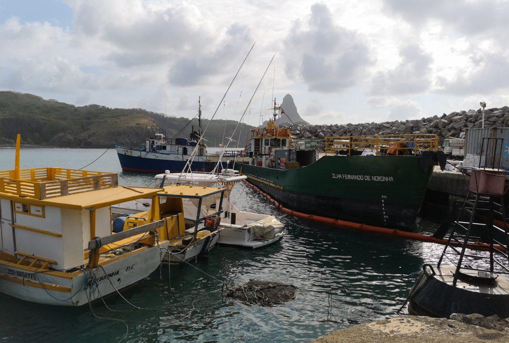 Noronha Hafen Schiff